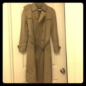 Authentic Burberry Trench Coat. Equivalent  Sz 6.